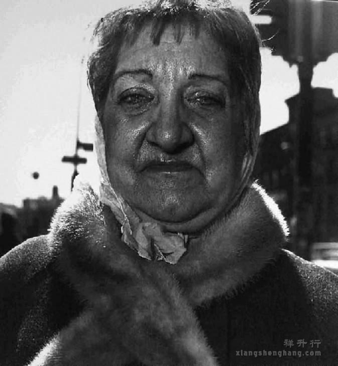 Woman-with-fur-collar-on-the-street-N.Y.C.-1968-673x730.jpg