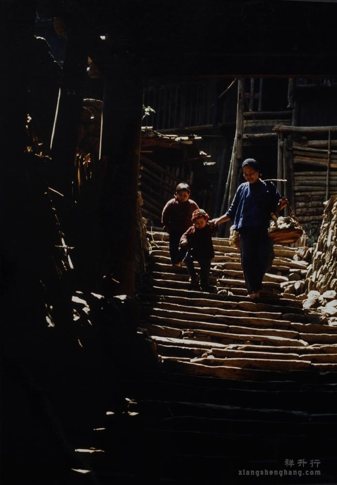 507 356侗寨石板路1984.JPG