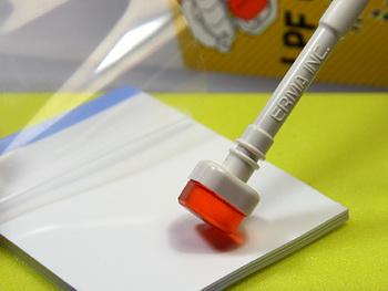 将粘棒头的灰尘转到转移纸