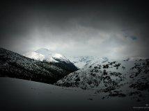 光照雪山顶