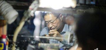 """重庆现""""相机界的华佗"""" 专修老相机34年"""